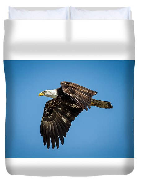 Duvet Cover featuring the photograph Bals Eagle Proudly Soaring by Rob Green