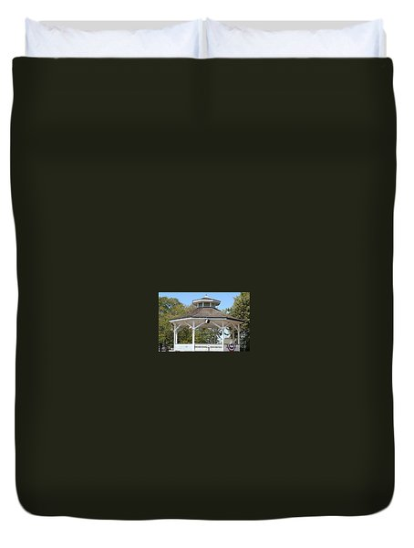 Duvet Cover featuring the painting Bandshell In Plymouth, Mass by Rod Jellison