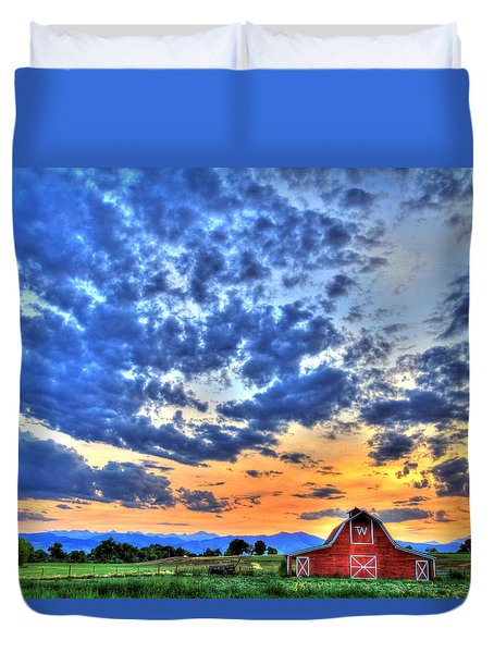 Barn And Sky Duvet Cover