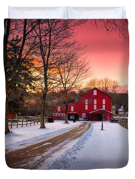 Barn At Sunset  Duvet Cover