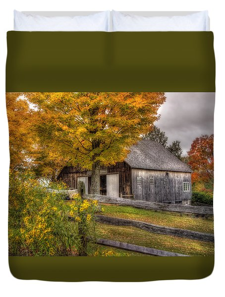 Barn In Autumn Duvet Cover
