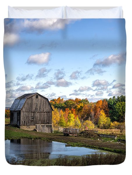 Duvet Cover featuring the photograph Barn In Autumn by Mark Papke