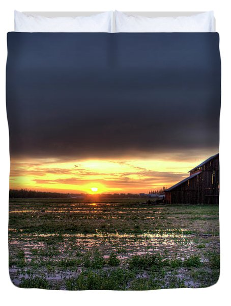 Barn Sunrise Duvet Cover by Jim And Emily Bush