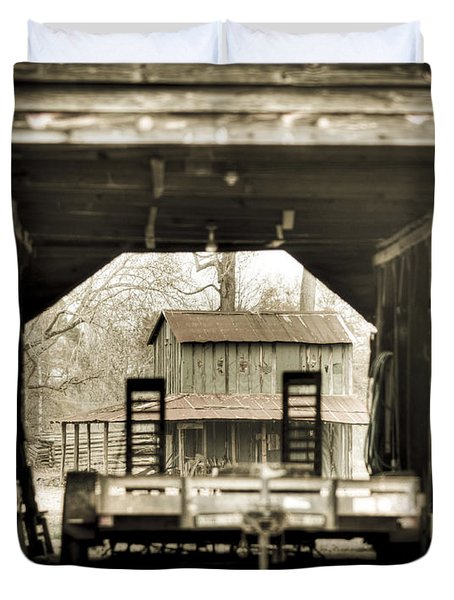 Barn Through A Barn Duvet Cover