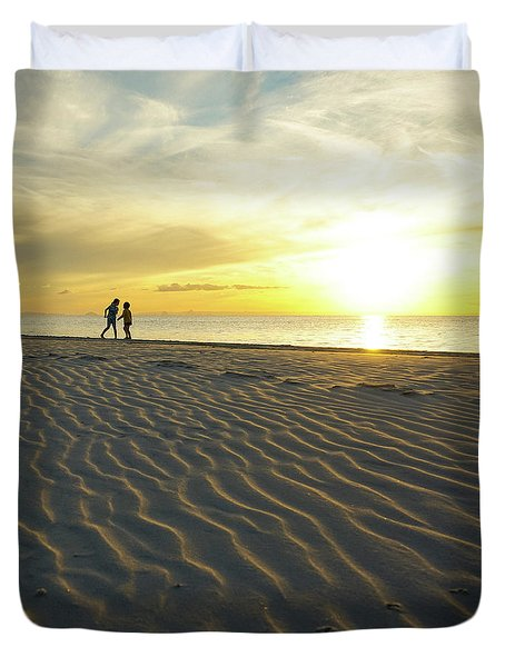 Beach Silhouettes And Sand Ripples At Sunset Duvet Cover
