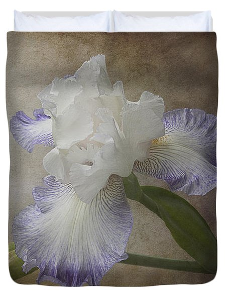 Duvet Cover featuring the photograph Bearded Iris 'gnuz Spread' by Patti Deters