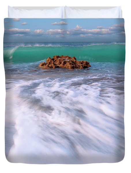 Beautiful Waves Under Full Moon At Coral Cove Beach In Jupiter, Florida Duvet Cover