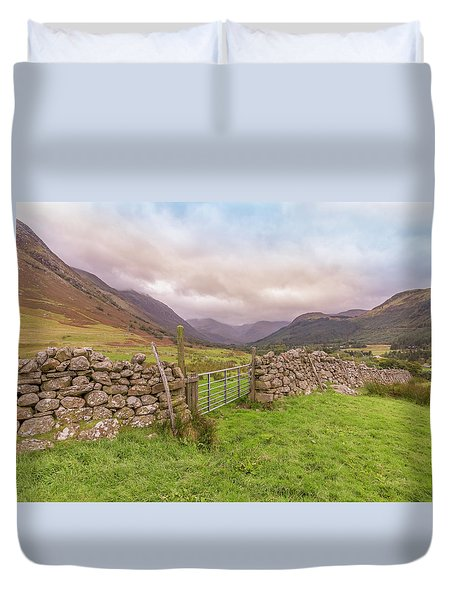 Duvet Cover featuring the photograph Ben Nevis Mountain Range by Roy McPeak