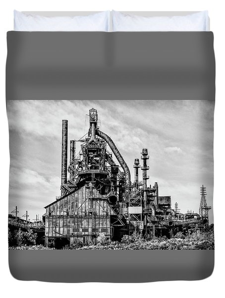 Bethlehem Pa Steel Plant  Side View In Black And White Duvet Cover by Bill Cannon