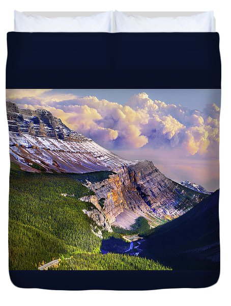 Duvet Cover featuring the photograph Big Bend by John Poon