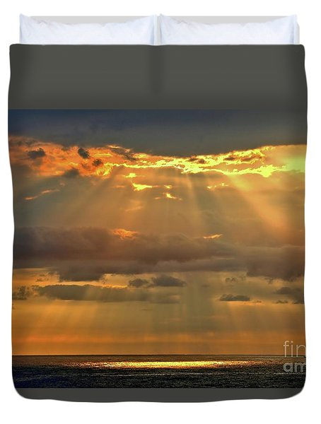 Duvet Cover featuring the photograph Big Island Rays by DJ Florek