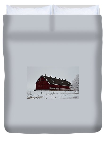 Big Red Barn In The Winter Duvet Cover