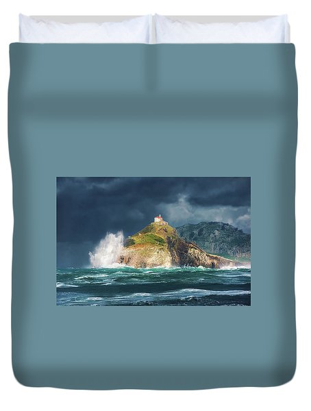 Big Waves Over San Juan De Gaztelugatxe Duvet Cover