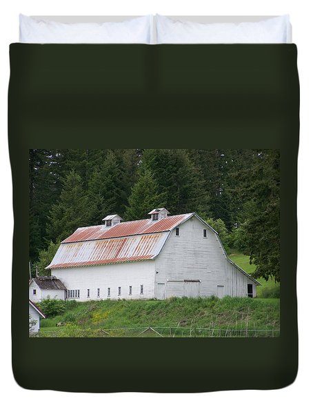Big White Old Barn With Rusty Roof  Washington State Duvet Cover by Laurie Kidd