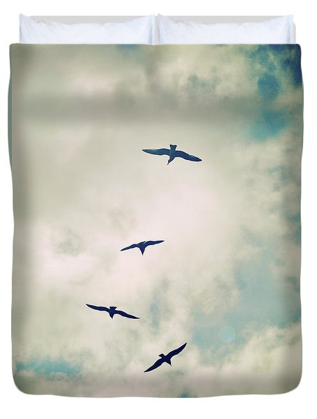 Duvet Cover featuring the photograph Bird Dance by Lyn Randle