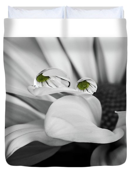 Black And White Daisy Water Duvet Cover