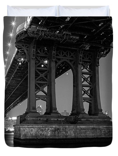 Black And White - Manhattan Bridge At Night Duvet Cover by Gary Heller