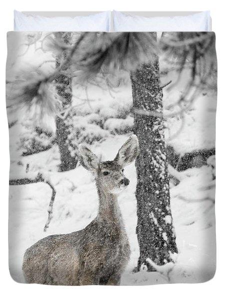 Black And White Mule Deer In Heavy Snowfall Duvet Cover