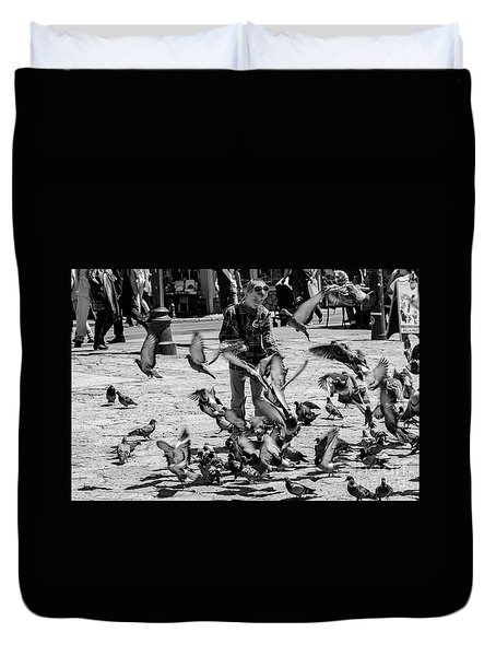 Black And White Of Boy Feeding Pigeons In Sarajevo, Bosnia And Herzegovina  Duvet Cover
