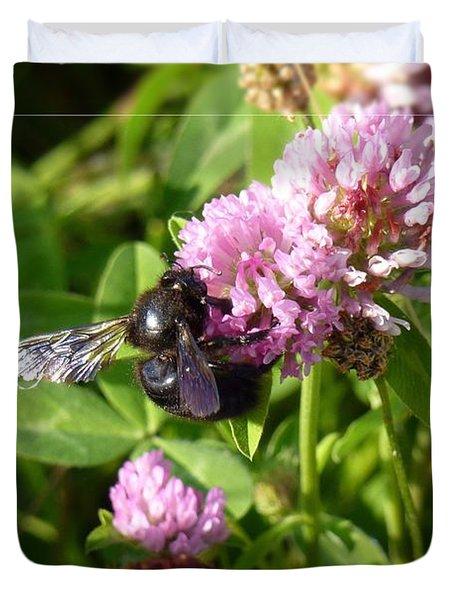 Black Bee On Small Purple Flower Duvet Cover