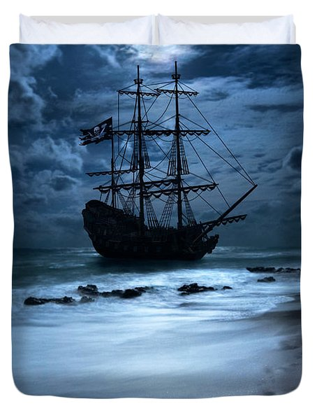 Black Pearl Pirate Ship Landing Under Full Moon Duvet Cover
