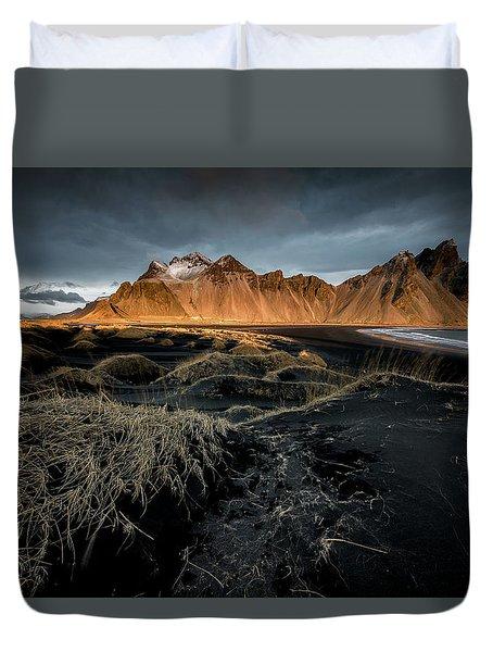 Blackbeach And Vestrahorn Duvet Cover