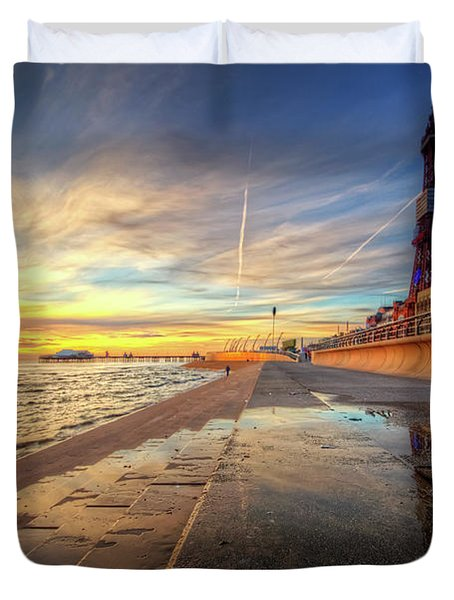 Duvet Cover featuring the photograph Blackpool Sunset by Yhun Suarez