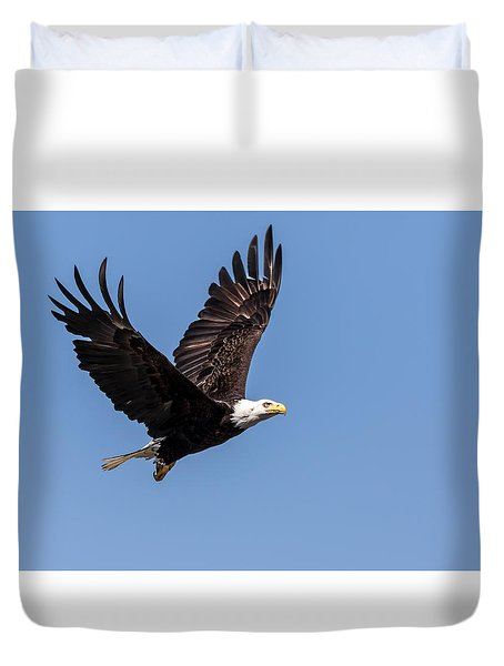 Duvet Cover featuring the photograph Blad Eagle Flying High by Rob Green