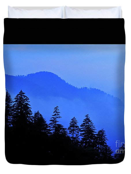 Duvet Cover featuring the photograph Blue Morning - Fs000064 by Daniel Dempster