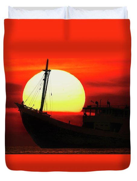 Duvet Cover featuring the photograph Boatman Enjoying Sunset by Pradeep Raja Prints