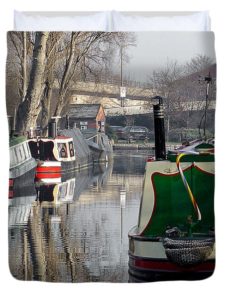 Boats At Horninglow Basin Duvet Cover by Rod Johnson