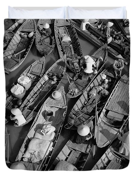 Boats, Hoi An, Vietnam Duvet Cover by Huy Lam