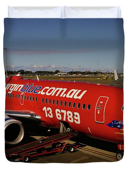 Boeing 737-7q8 Duvet Cover by Tim Beach