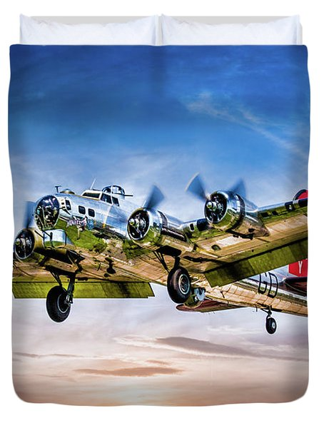 Duvet Cover featuring the photograph Boeing B17g Flying Fortress Yankee Lady by Chris Lord