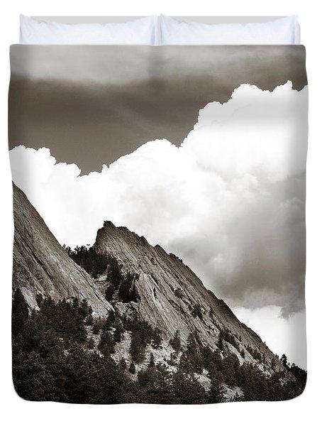 Large Cloud Over Flatirons Duvet Cover