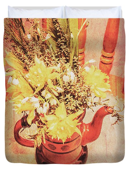 Bouquet Of Dried Flowers In Red Pot Duvet Cover