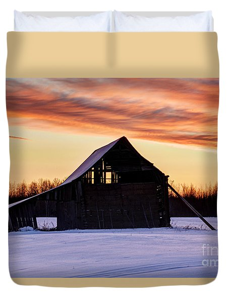 Duvet Cover featuring the photograph Braced Against The Cold by Larry Ricker