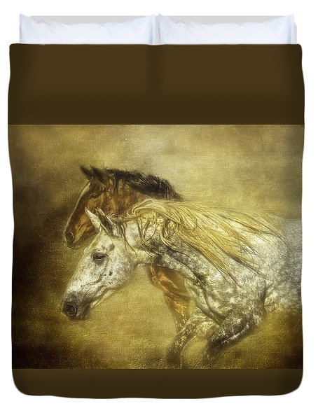 Duvet Cover featuring the photograph Breaking For Freedom by Eleanor Abramson