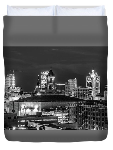 Duvet Cover featuring the photograph Brew City At Night by Randy Scherkenbach