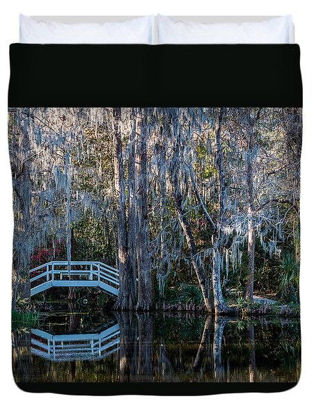Bridge And Statue At Magnolia Plantation Gardens Duvet Cover