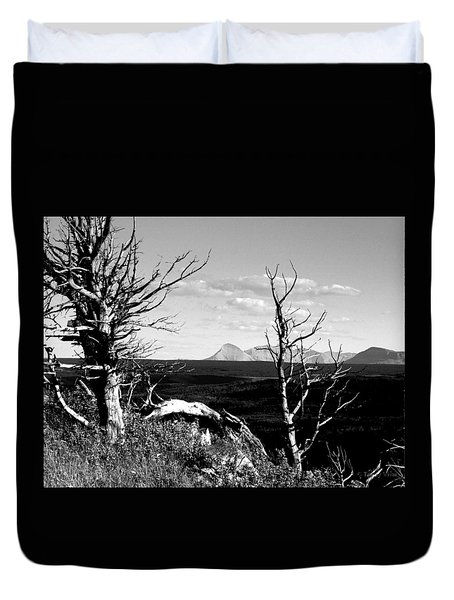 Bristle Cone Pines With Divide Mountain In Black And White Duvet Cover