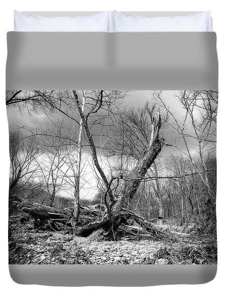 Duvet Cover featuring the photograph Broken Tree by Alan Raasch