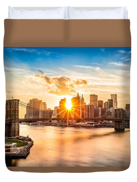 Brooklyn Bridge And The Lower Manhattan Skyline At Sunset Duvet Cover