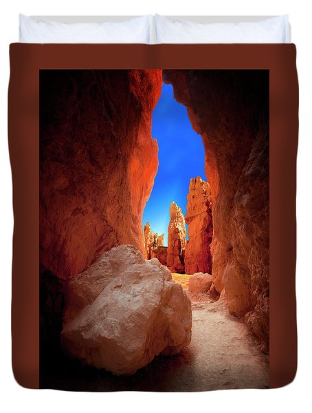 Bryce Canyon Narrows Duvet Cover by Gary Warnimont