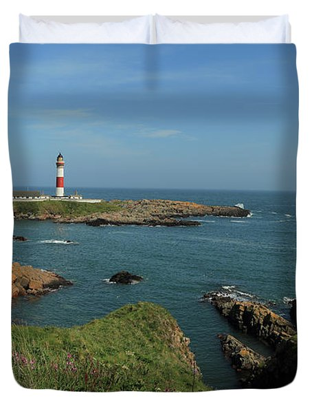 Buchan Ness Lighthouse And The North Sea Duvet Cover