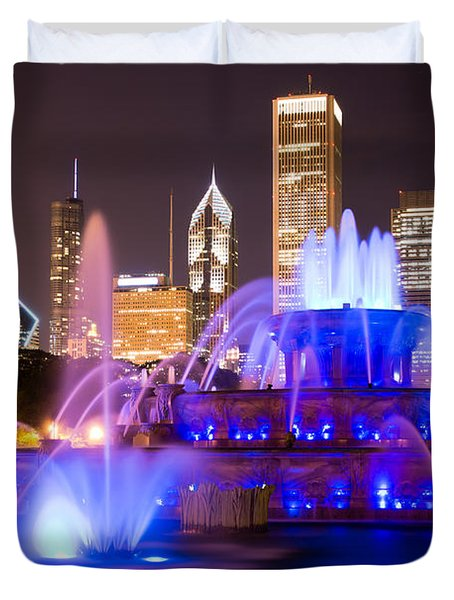Buckingham Fountain At Night With Chicago Skyline Duvet Cover by Paul Velgos
