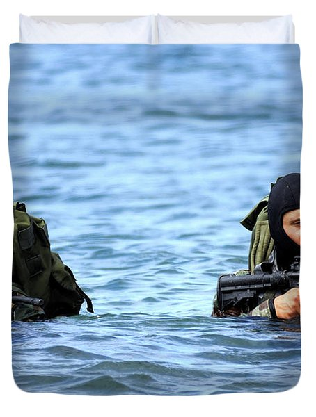 Buds Students Wade Ashore During An Duvet Cover by Stocktrek Images
