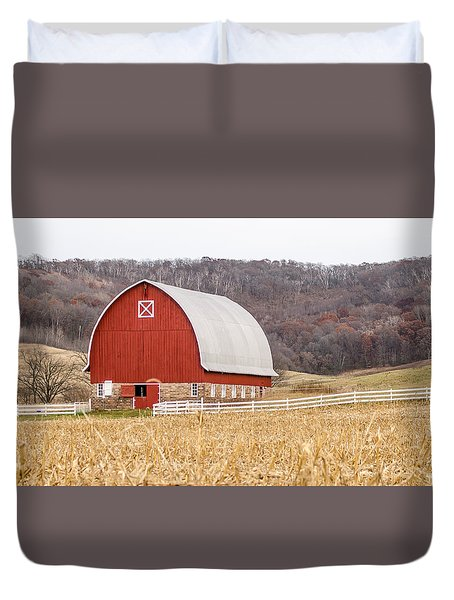Duvet Cover featuring the photograph Buffalo County Barn by Dan Traun
