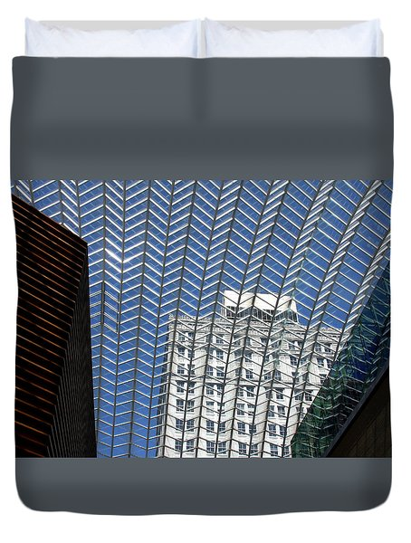 Duvet Cover featuring the photograph Buildings In Philadelphia by Emanuel Tanjala