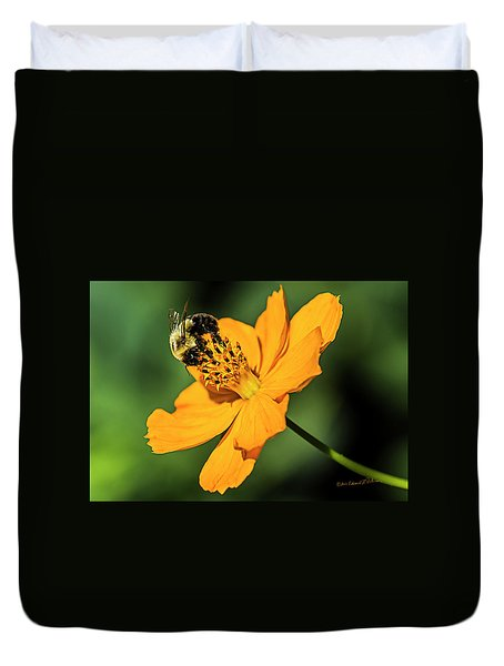 Bumble Bee And Flower Duvet Cover
